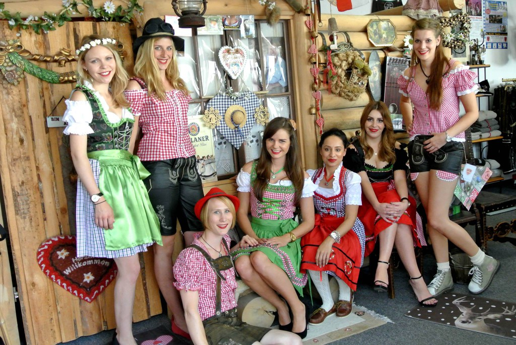 Vetaretus 5 Girls in Dirndl & Lederhose